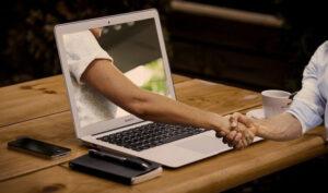 パソコンから握手